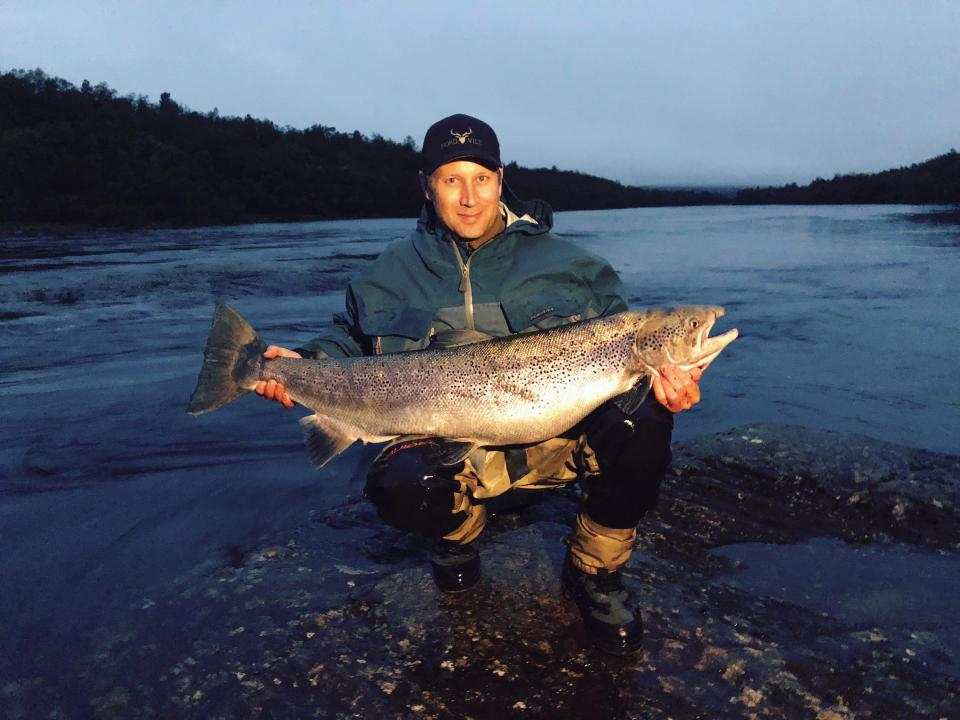 "Jim Rune Fosshaug entered the exclusive ""Club of Giant Salmon"" with this magnificent female of 20,4 kilos. Congratulations! Photo: Christina Gjertsen"